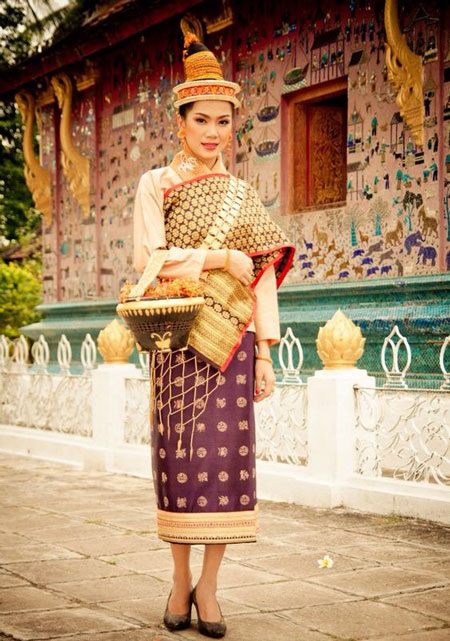 sinh costume traditionnel femmes laotiennes