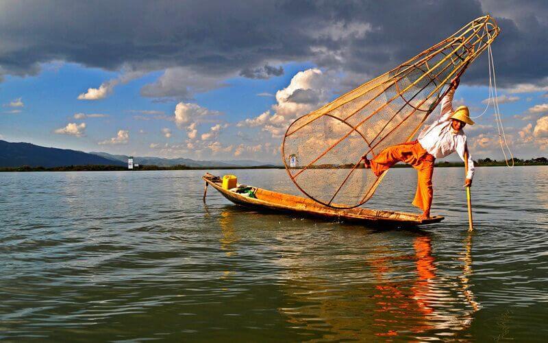 Découvrir les techniques de pêche des birmans - Amica Travel