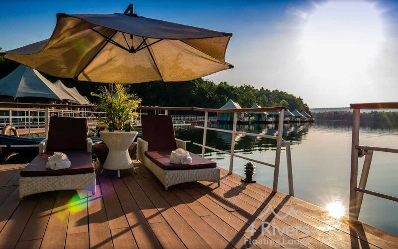 Terrasse floating lodge, Ta Lai