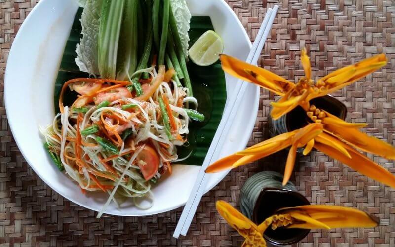 cuisine laos salade voyage gastronomie