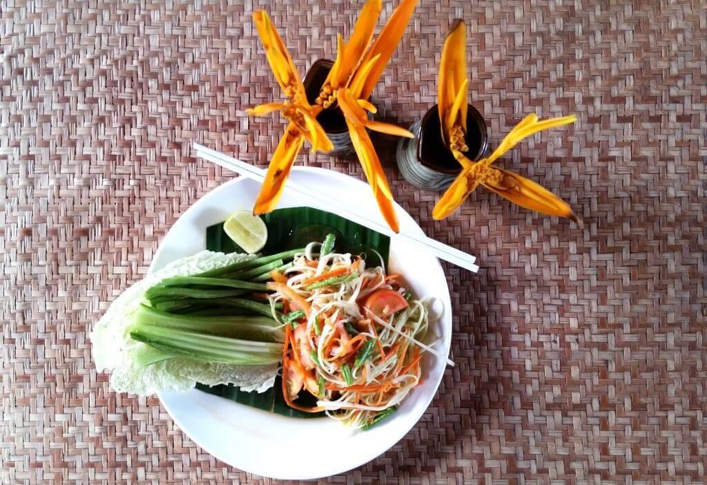 La Salade De Papaye Délice De La Cuisine Laotienne Degrés - Cuisine laotienne