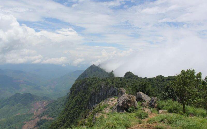 montagne phu pha thi laos