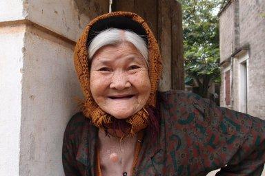 sourire femme age vietnam